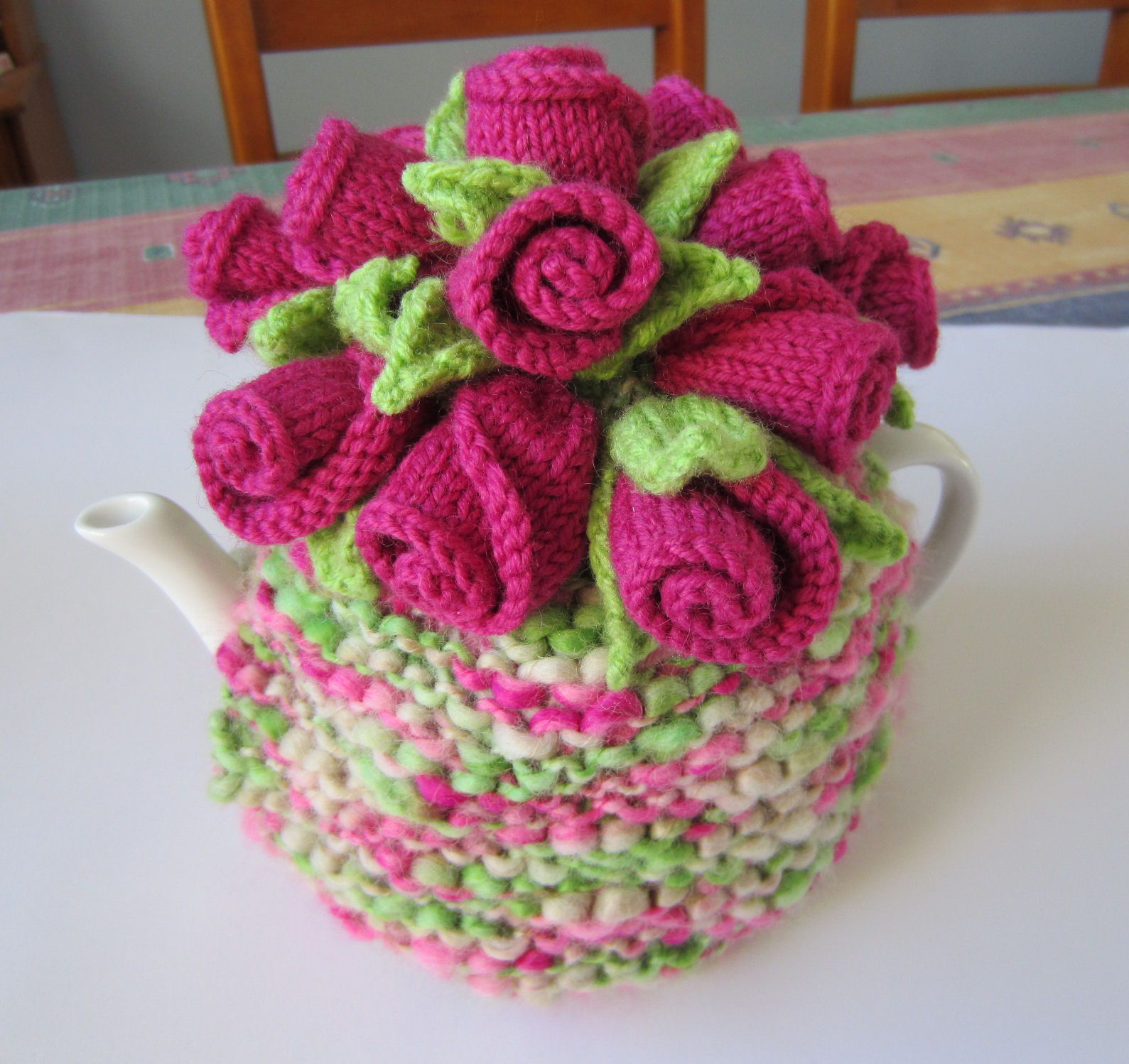 Rosebuds Tea Cosy Free Knitting Pattern