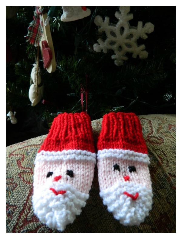 Santa Mittens Free Knitting Pattern