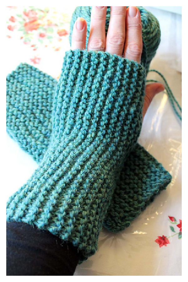 Super-simple Garter Stitch Fingerless Mitts Free Knitting Pattern